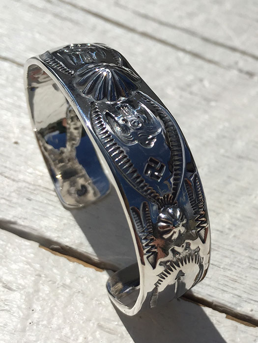 SHELL REPOUSSE THUNDER BIRD BANGLE
