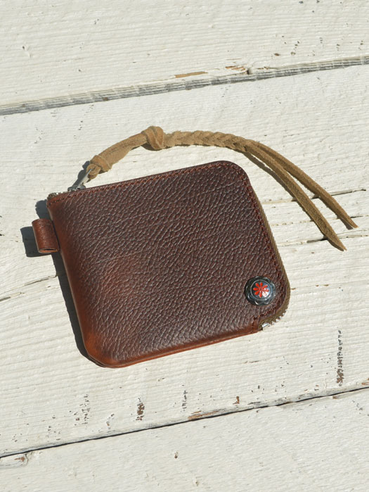 EMBOSSED L ZIPPER SHORT WALLET